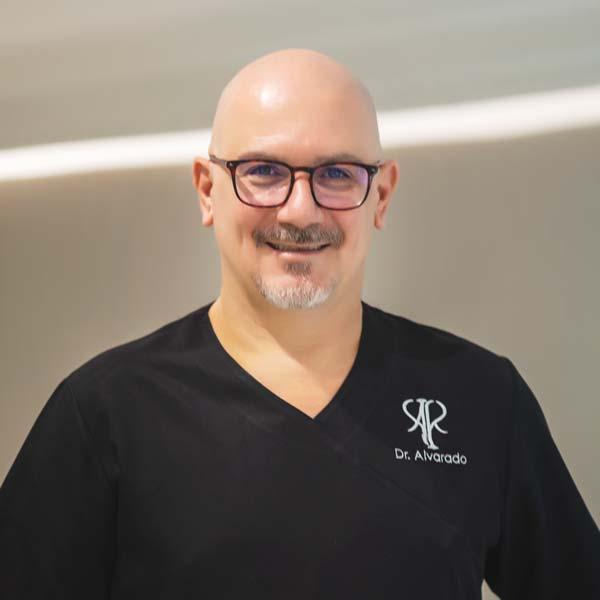 Dr. Miguel Alvarado, odontólogo en Valencia